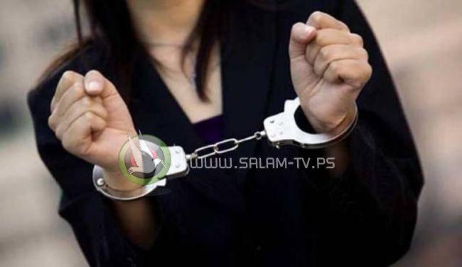 القبض على فتاة استدرجت مواطنا وسلبته شيكات بقيمة 105الاف شيقل في طولكرم