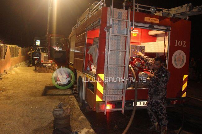 دفاع مدني رام الله يخمد حريقاً اندلع بمركبة محملة بأسطوانات غاز منزلي