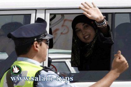 """""""هارتس"""": الشاباك يجرد المعتقلات الفلسطينيات من ملابسهن"""