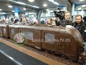 شاهد الفيديو : أطول قطار في العالم من الشوكولاتة