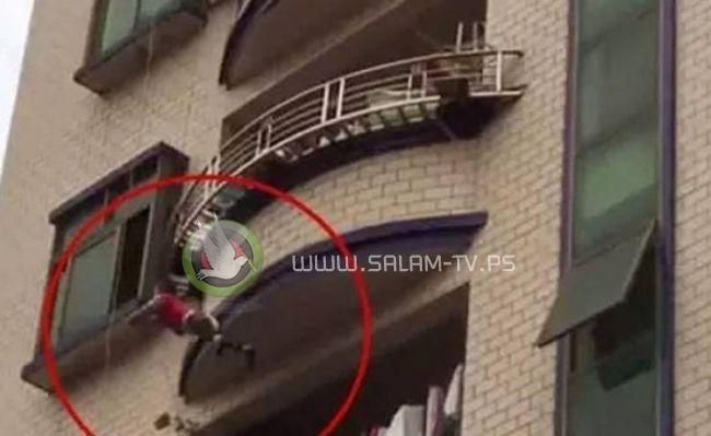 أمّ سعودية تُلقي طفلاتها الثلاث من الطابق السابع والأب يرفض حضور الدفن!