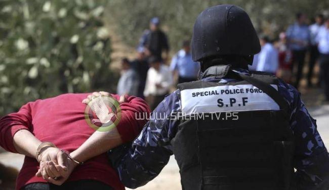 الشرطة تلقي القبض على 3 أشخاص لإفطارهم علناً في رام الله