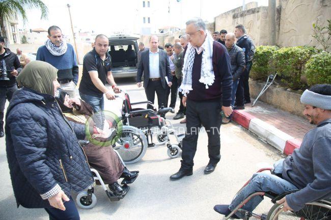 تسليم مكرمة رئاسية لأشخاص من ذوي الإعاقة بطولكرم