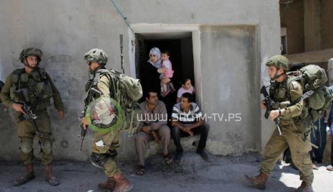 الاحتلال يعتقل مسناًُ فسطينياً بعد ان قام المستوطنون بالاعتداء عليه في الخليل