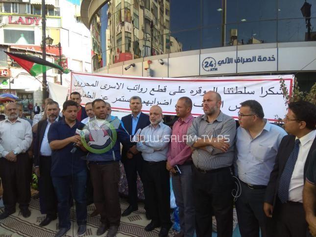 رام الله: أسرى سابقون يعلّقون اعتصامًا بعد وعودات بحل قضيتهم