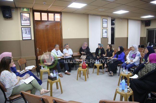 دائرة النوع الاجتماعي بمحافظة طولكرم تنظم اجتماعا تمهيدياً لإطلاق حملة من بيت لبيت لمناهضة العنف ضد المرأة