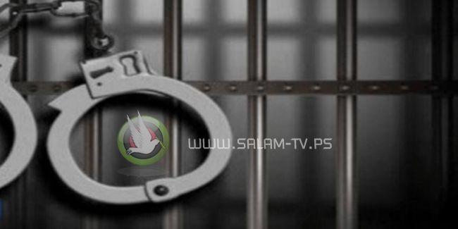 شاب اردني يقدم لخطيبته اعتذار بطريقة غريبة فقامت بسجنه فوراً!!