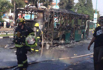 اشتعال النار في حافلة إسرائيلية بمدينة حيفا