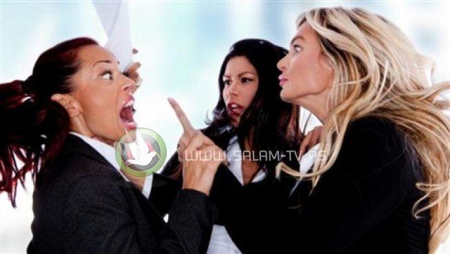 علماء : النساء العاملات يكرهن بعضهن البعض