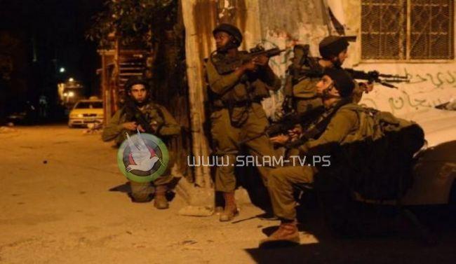 الاحتلال يعتقل 12 مواطنا من ضاحية شويكة شمال طولكرم بينهم سيدة