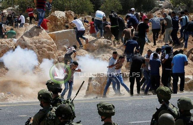 إصابات واعتقالات خلال قمع الاحتلال مسيرة جبل الريسان غرب رام الله