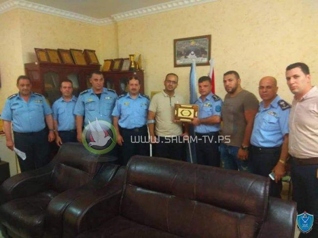 الشرطة تكرم مواطنا لاخلاصه وحرصة على تحقيق الامن والامان لمحافظة طولكرم