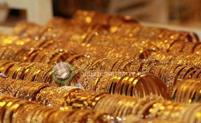 الذهب يسجل أدنى انخفاض أسبوعي في عامين ونصف