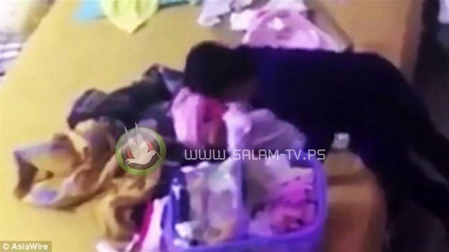 فيديو  مربية أطفال تعنّف رضيعة بوحشية!