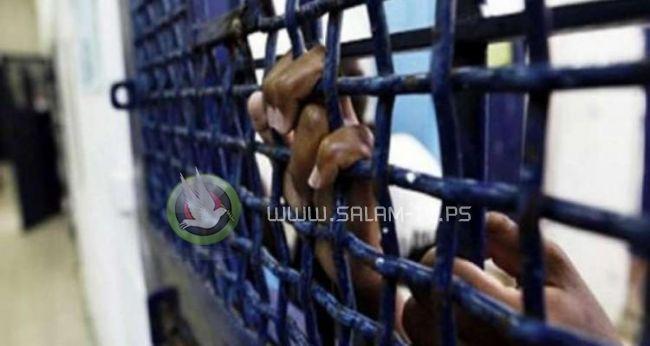 في يوم الاسير ... 6500 اسير خلف القضبان بينهم 350 طفلا