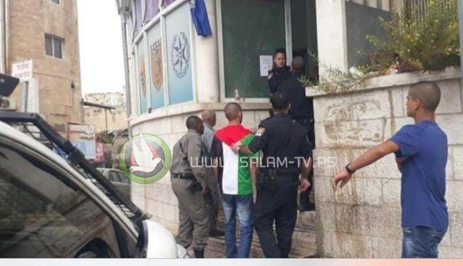 اعتقال شاب يرتدي قميصا يحمل العلم الفلسطيني في القدس