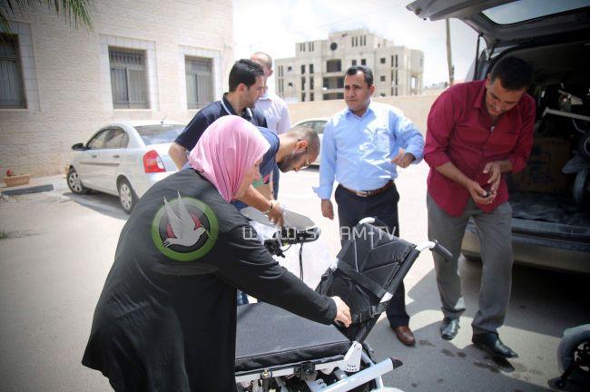 طولكرم المحافظ ابو بكر واللواء الفارس يسلمان كراسي كهربائية لعدد من ذوي الاحتياجات الخاصة