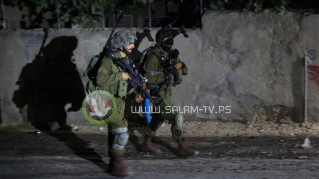 قوات الاحتلال تعتقل شابا من بلدة صيدا شمال طولكرم