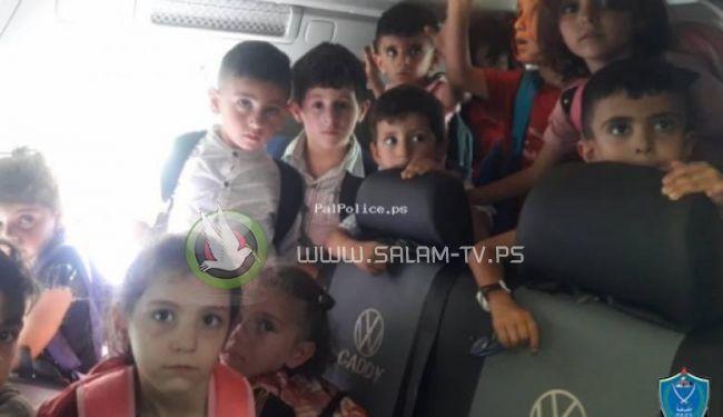 معظمهم نساء وأطفال ...الشرطة تضبط مركبة بحملة زائدة في قلقيلية