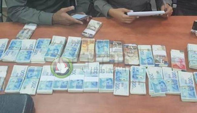 """بطريقة خبيثة ... القبض على شخص قام بسرقة ارصدة """"جوال"""" بقيمة مليون و400 الف شيقل"""