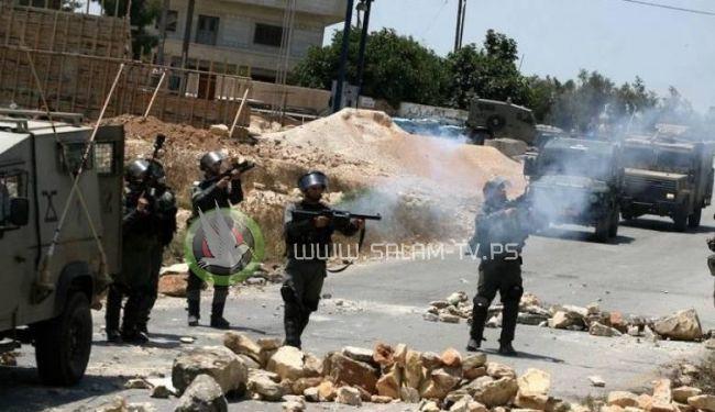 إصابة 6 مواطنين بحالات اختناق خلال اقتحام الاحتلال العيزرية