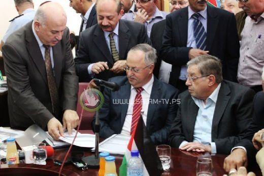 المحامي غسان الشكعة يستلم رسمياً منصبه كرئيس لبلدية نابلس