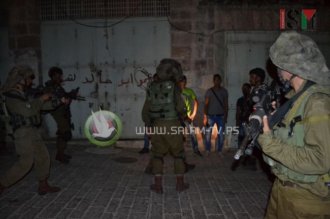 قوات الاحتلال تعتقل شابين من بلدة عنبتا شرق طولكرم بينهما أسير محرر