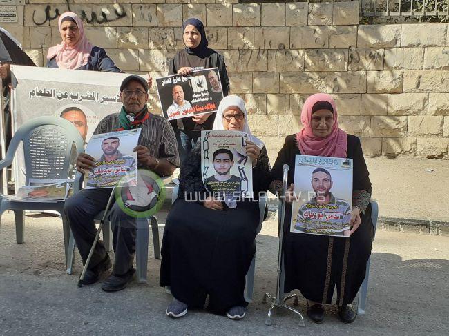 طولكرم: اعتصام تضامني مع الأسرى المضربين عن الطعام .. فيديو