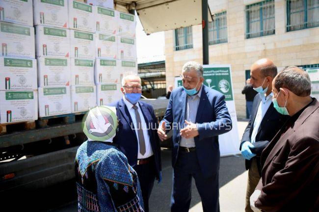 الهيئة الخيرية الأردنية تسلم طرودا غذائية لجمعيتيين ولجنة زكاة طولكرم