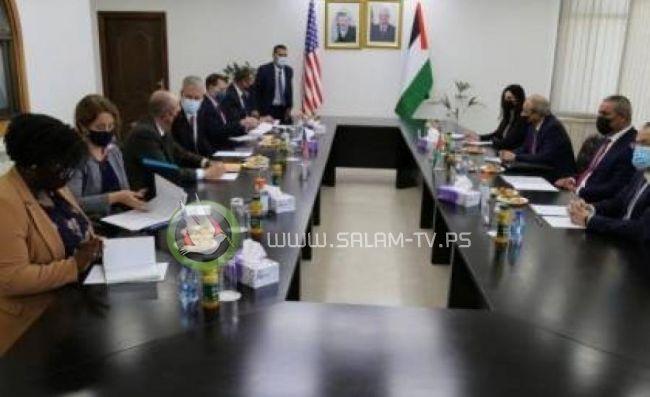 المبعوث الامريكي يصل رام الله ويلتقي حسين الشيخ وماجد فرج
