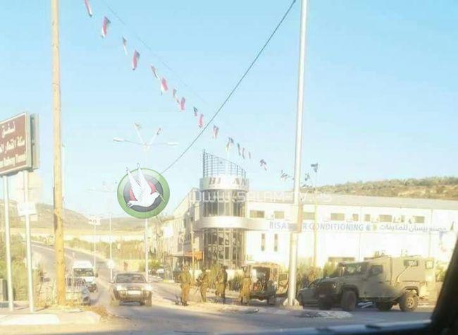 قوات الاحتلال تعيق حركة المركبات على مفترق بلعا شرق طولكرم