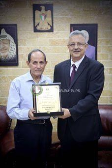 محافظ طولكرم عصام ابو بكر يكرم رئيس لجنة الزكاة المركزية