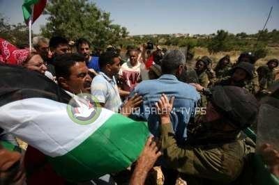 قوات الاحتلال تهاجم جنازة احد المواطنين في الخليل
