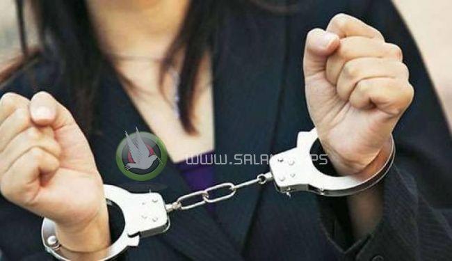 الشرطة تقبض على سيدة سرقت 60 الف شيقل من أحد منازل المواطنين