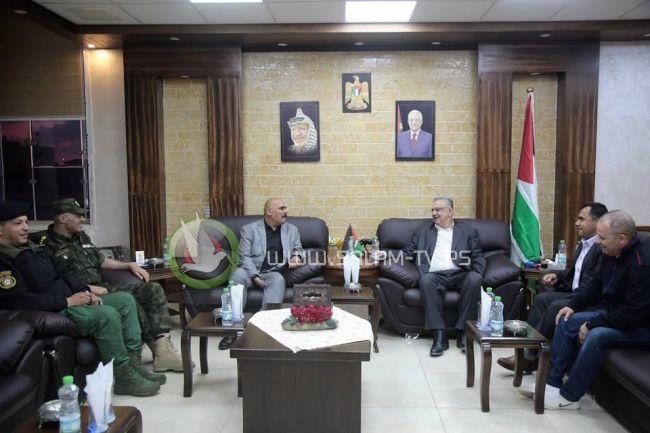 محافظ طولكرم عصام أبو بكر يستقبل قائد المنطقة الجديد العقيد جمال أبو العز